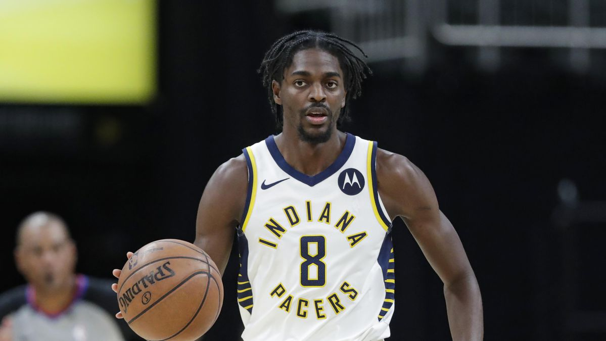 NBA player Justin Holiday of the Indiana Pacers playing basketball