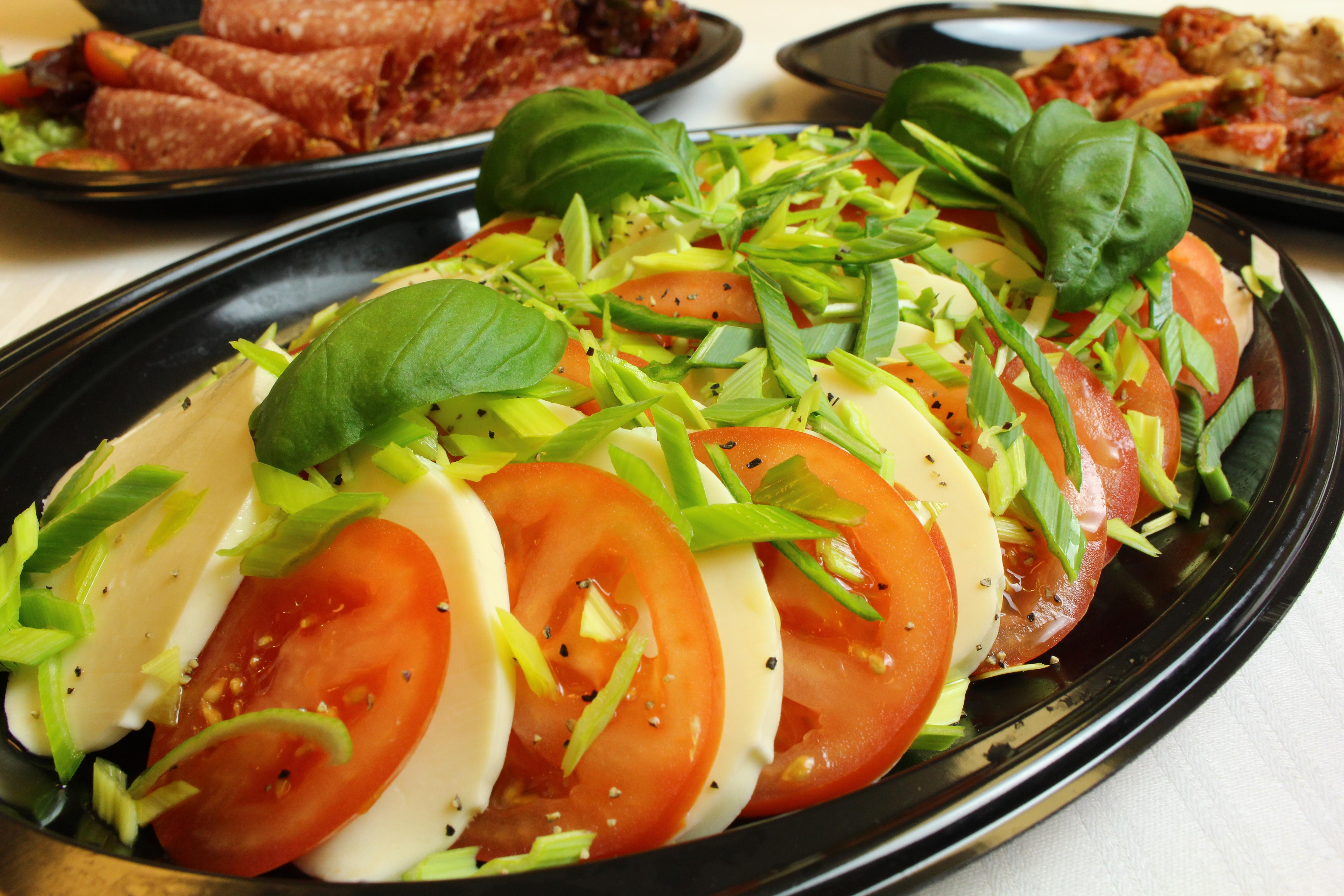 Catering mozzarella och tomat Liljeholmen Matsal
