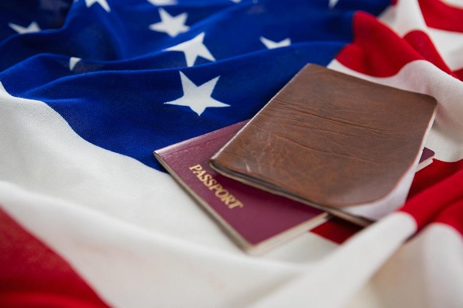 paspoort en visa op Amerikaanse vlag