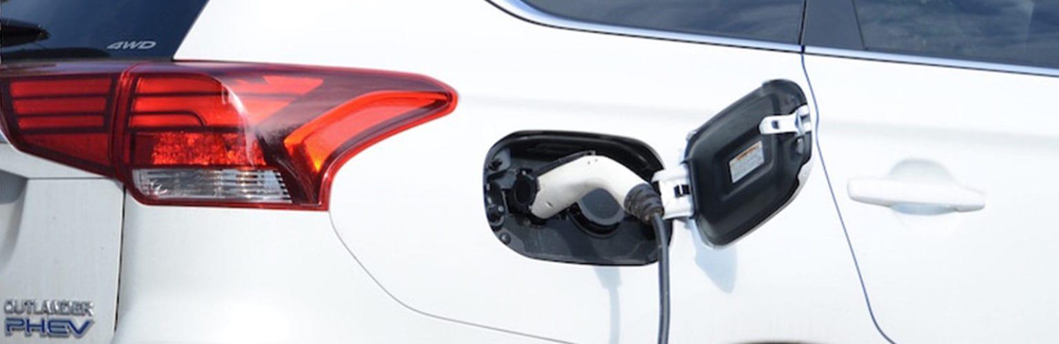 Mitsubishi Outlander charging