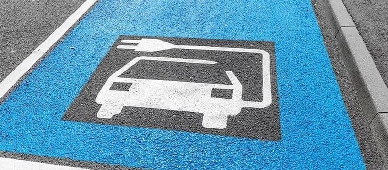 Laadpaal verplicht parkeerterrein bedrijven