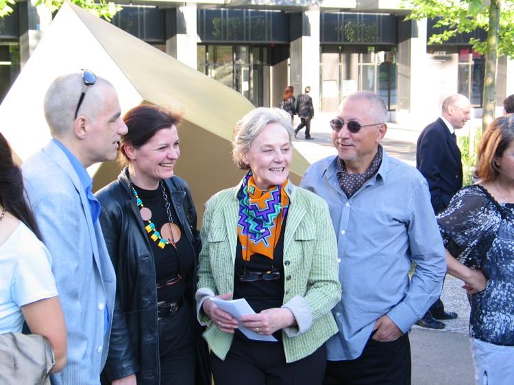 Gruppenbild mit Dorothea Strauss, Annamarie Andersen und Arturo Di Maria