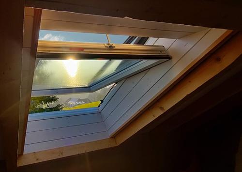 Geöffnetes Dachfenster