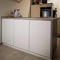 Barschrank als Kücheninsel in der Küche