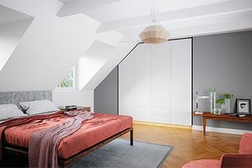 weißer Einbauschrank im Schlafzimmer