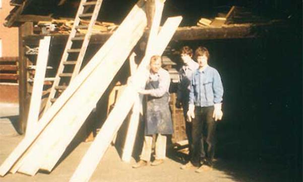 Unsere Tischlermeister vor vielen Jahren an unserem ersten Standort