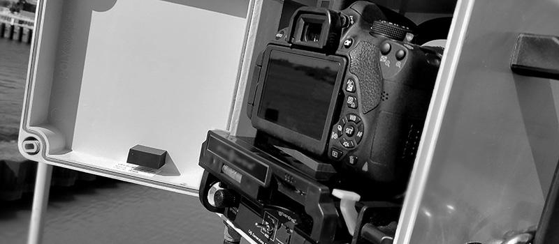 Camera met speciale behuizing voor timelapse video