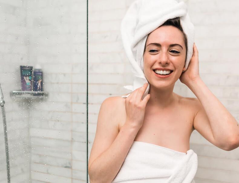A água do chuveiro faz bem para o seu cabelo?