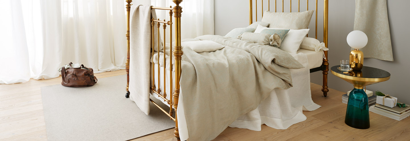 Wintery bed with linen sheets by Leitner Leinen.