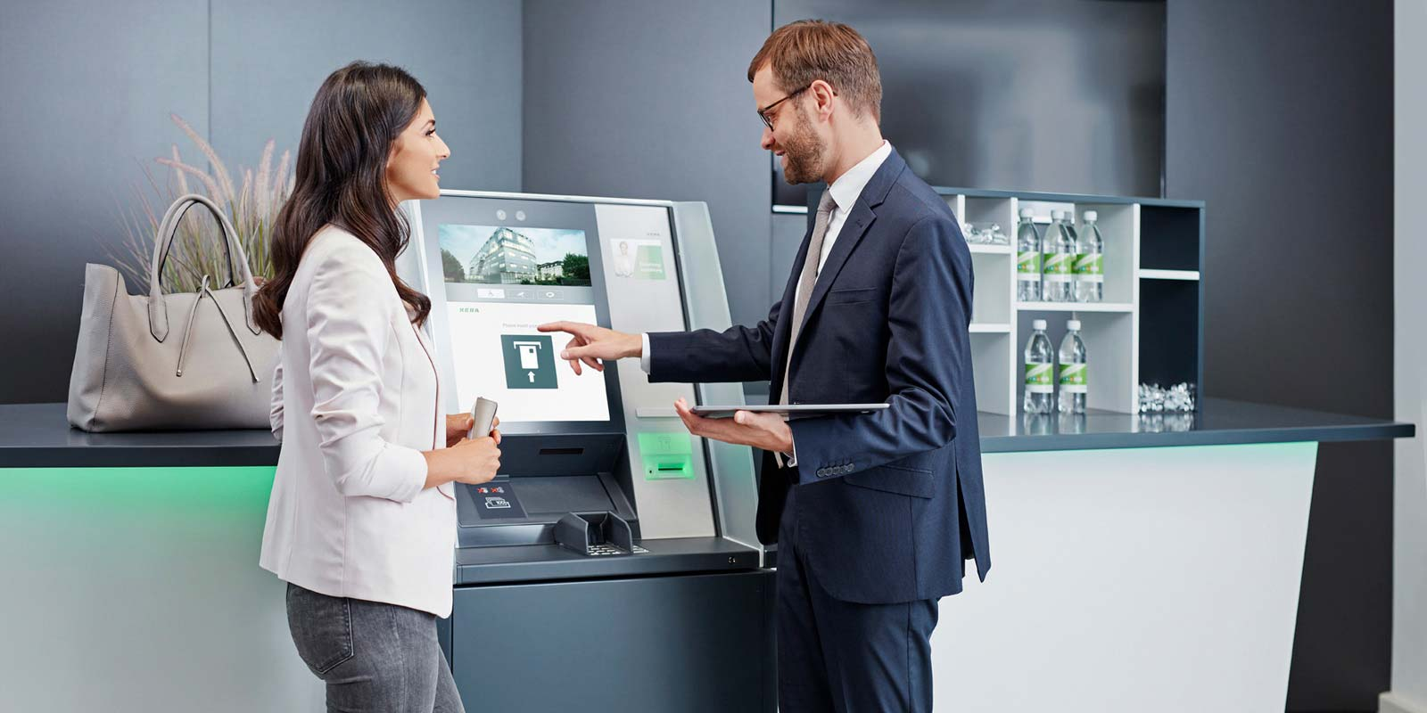 Counter solutions with seamlessly integrated ATMs of the evo series help to increase efficiency in your branch.