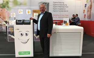Live on site: Our colleague Dieter Zechleitner looking pleased with an M-TEC heat pump system with integrated KEBA controls