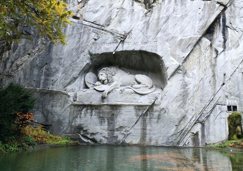 lion monument in lucerne