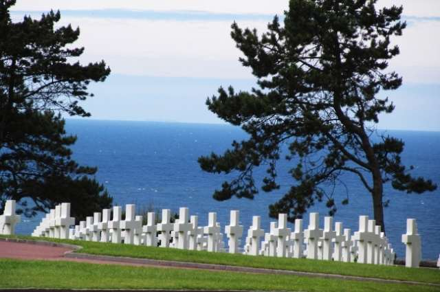 white cross grave stones at the Normandy American Cemetery
