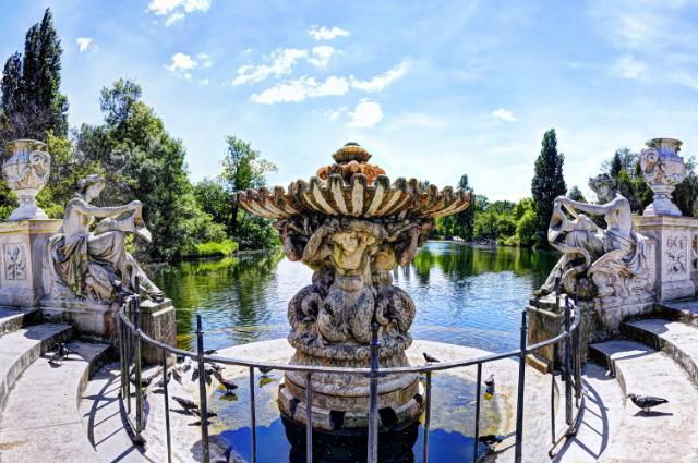 fountain at kensington gardens in london england
