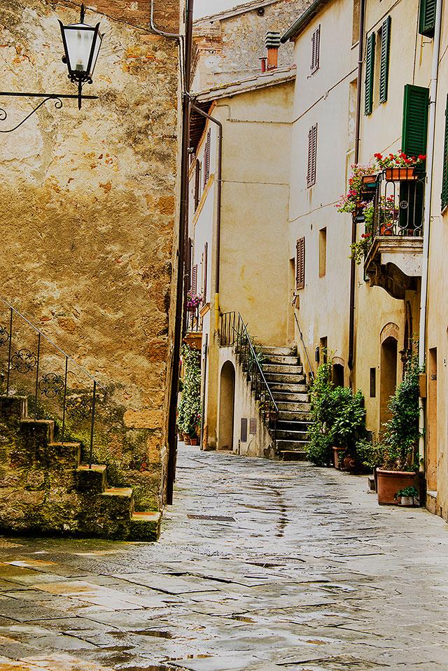 cobblestone street in pienza italy