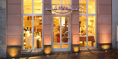Exterior lights - small shops & boutiques