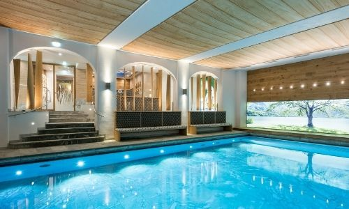 Indoor-Pool des 5* Resorts Sonnenalp