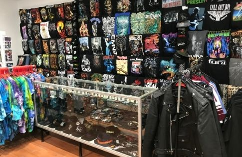 The T-Shirt Man Elizabeth has moved to a great new store!