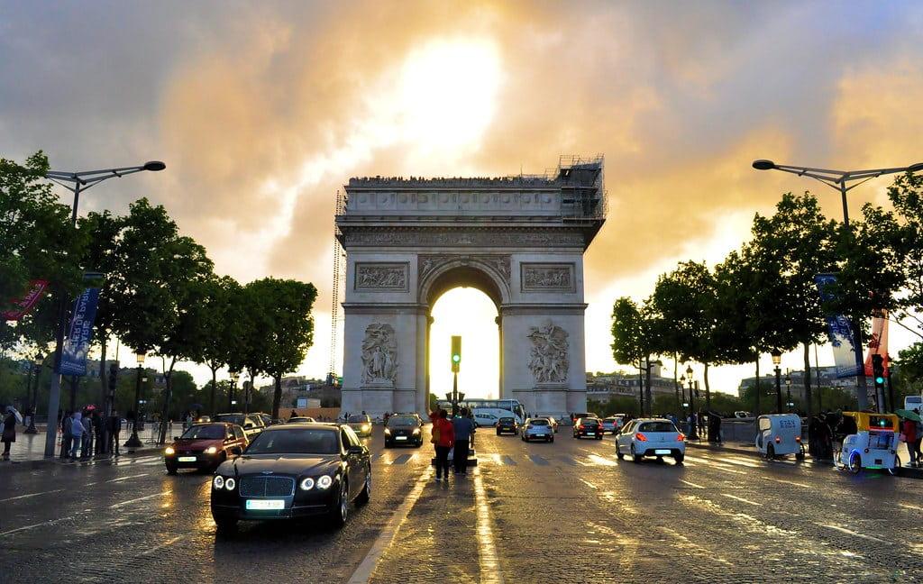 L'Arc de Triomphe et les Champs Élysées
