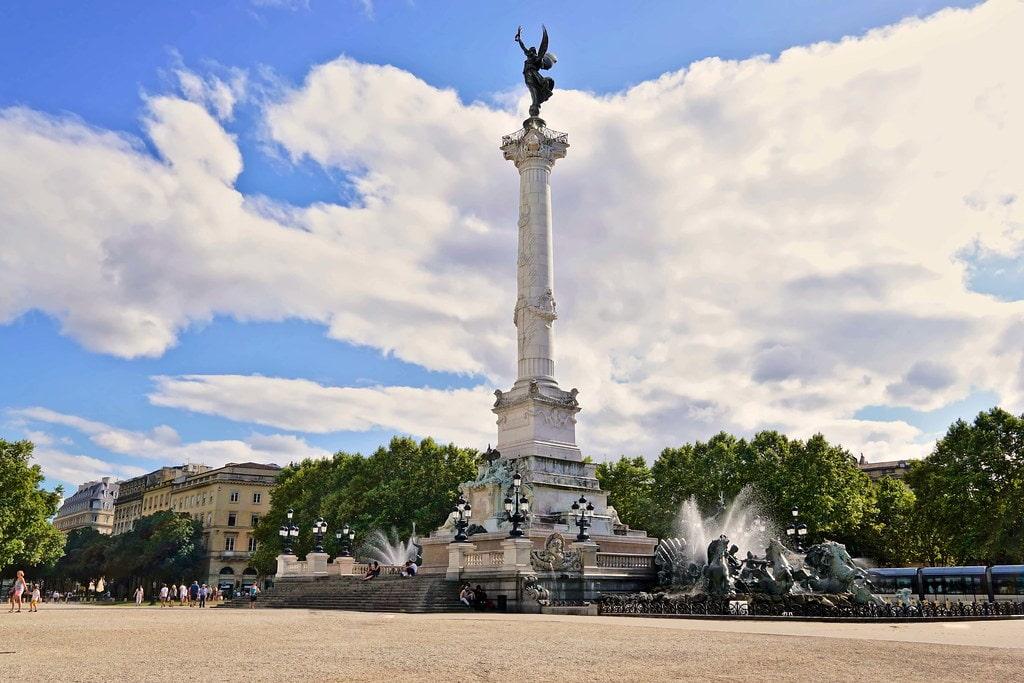 La place des quinconces et la fontaine des Girondins