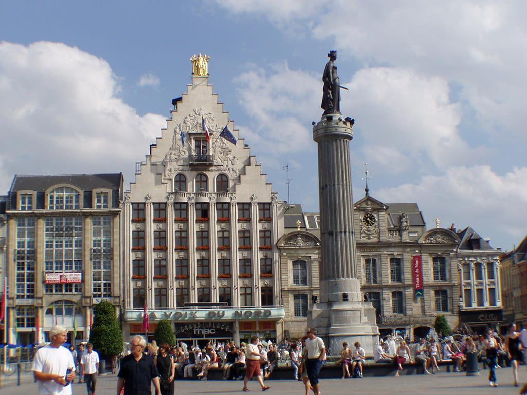 La Grand Place de Lille avec la colonne de la déesse