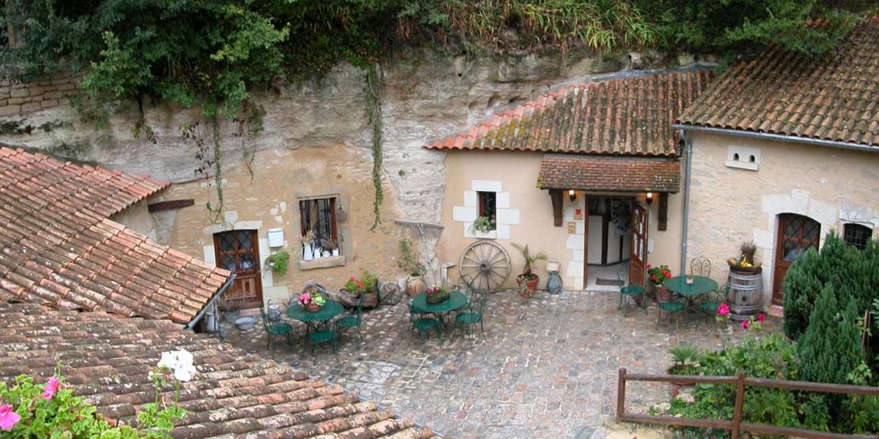 Le village troglodyte de Louresse-Rochemenier