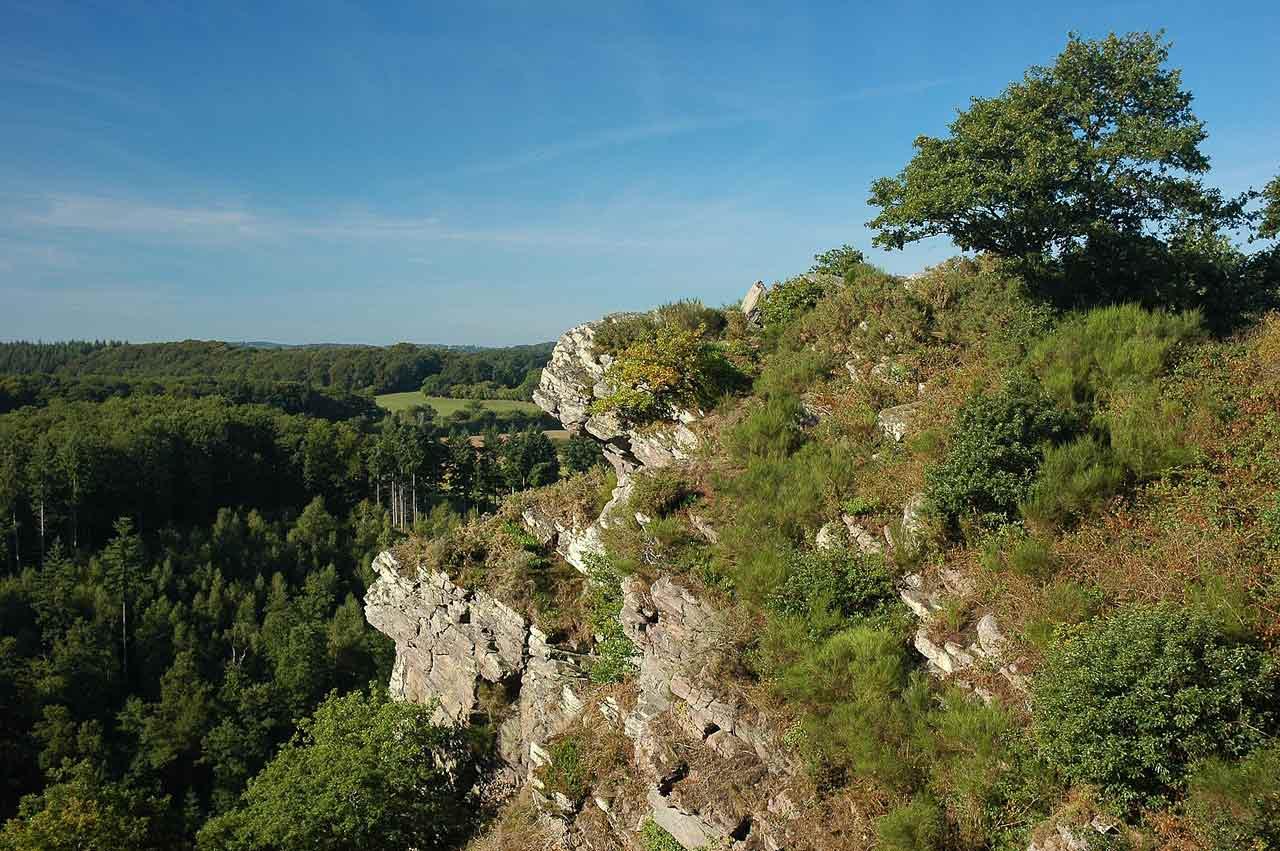 Le site naturel de la roche d'Oëtre