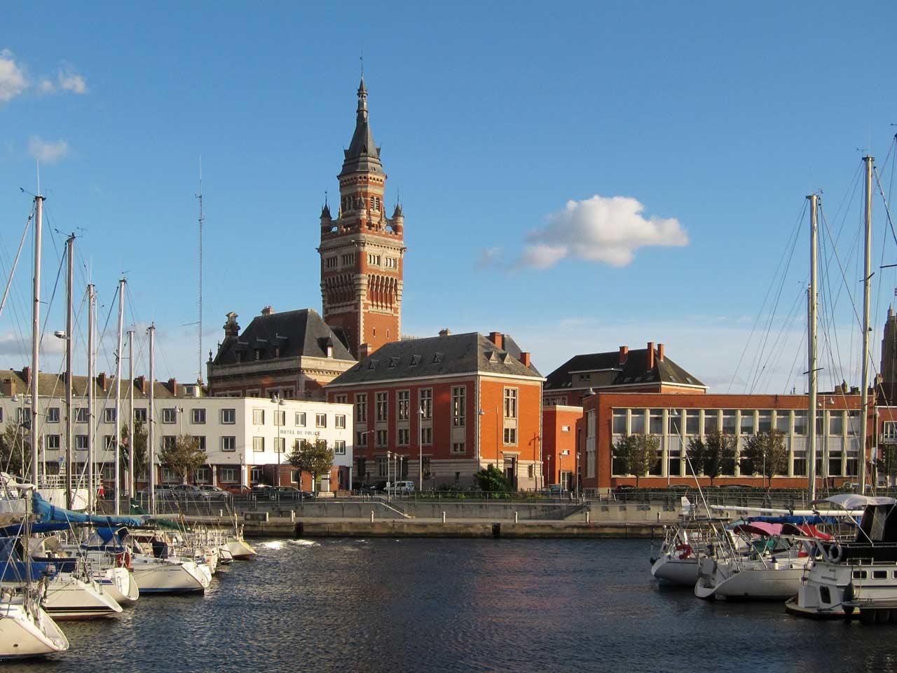 Hôtel de Ville de Dunkerque vu du port