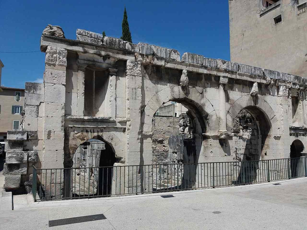 Porte Auguste à Nimes