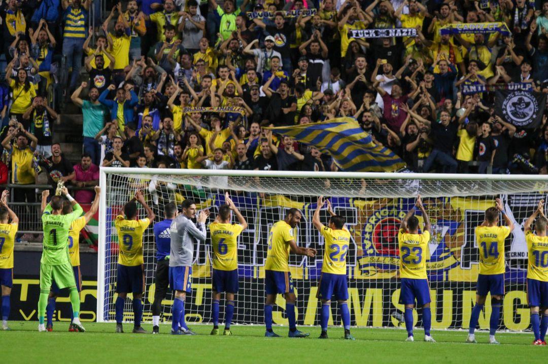 Huesca y Cádiz ascienden a primera