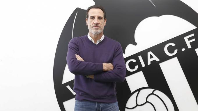 El Valencia despide a Celades, pone a Voro en el banquillo y César Sánchez dimite
