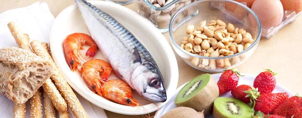 Fisch, Erdnüsse und Früchte