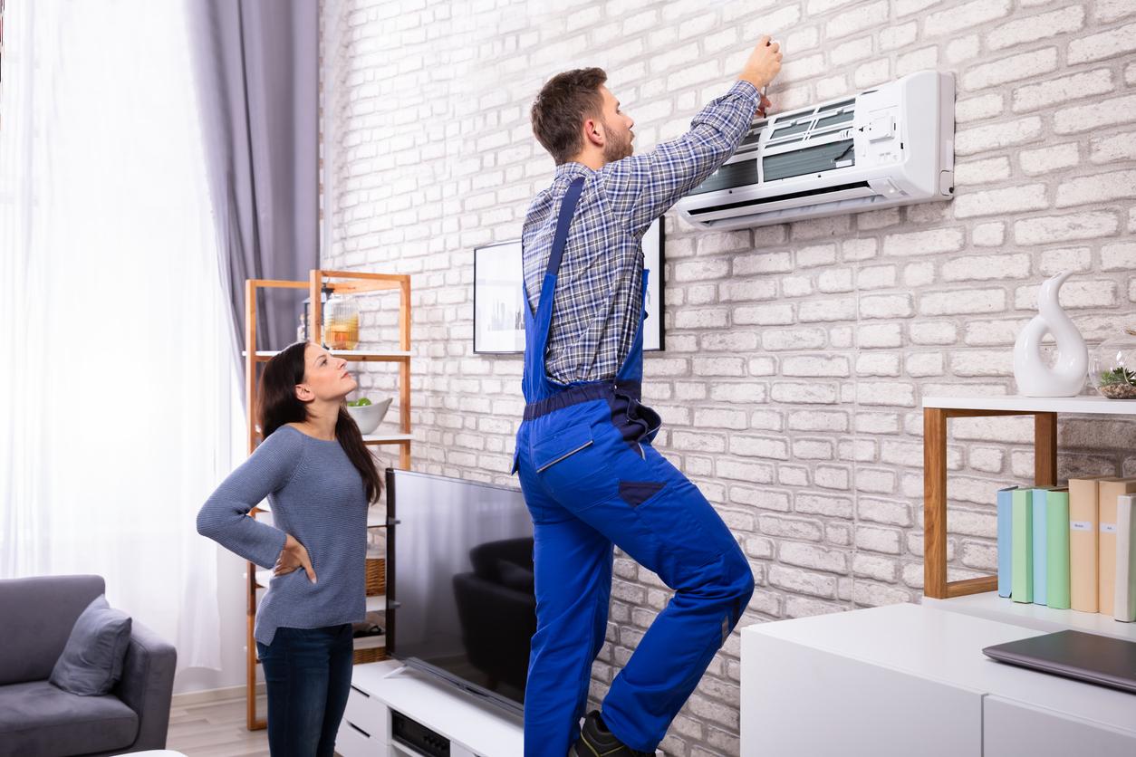 Manche Klimaanlagen für zuhause bedürfen der Installation durch eine Fachfirma.