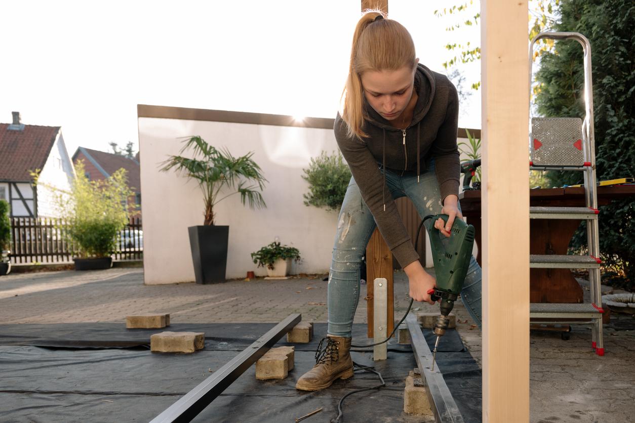Erkundigen Sie sich vor dem Verlegen des Terrassenbelags nach dem richtigen Vorgehen.