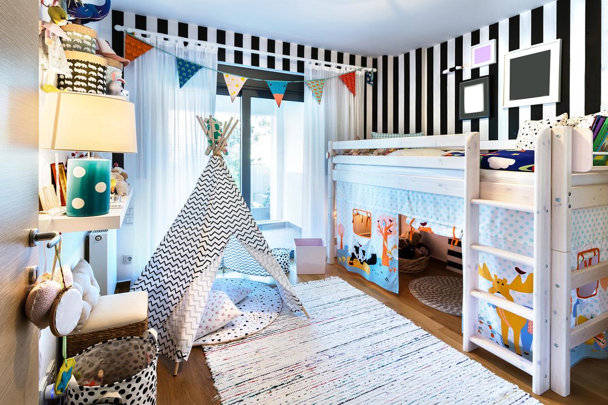 Hochbetten für Kinder sind ausgesprochen beliebt und als fertiges Komplettsystem käuflich.