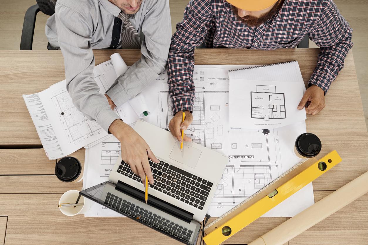 Räumen Sie den Bauunternehmen bei der Planung ausreichend Zeit zur Erledigung der Arbeiten ein, um Baupfusch zu vermeiden.
