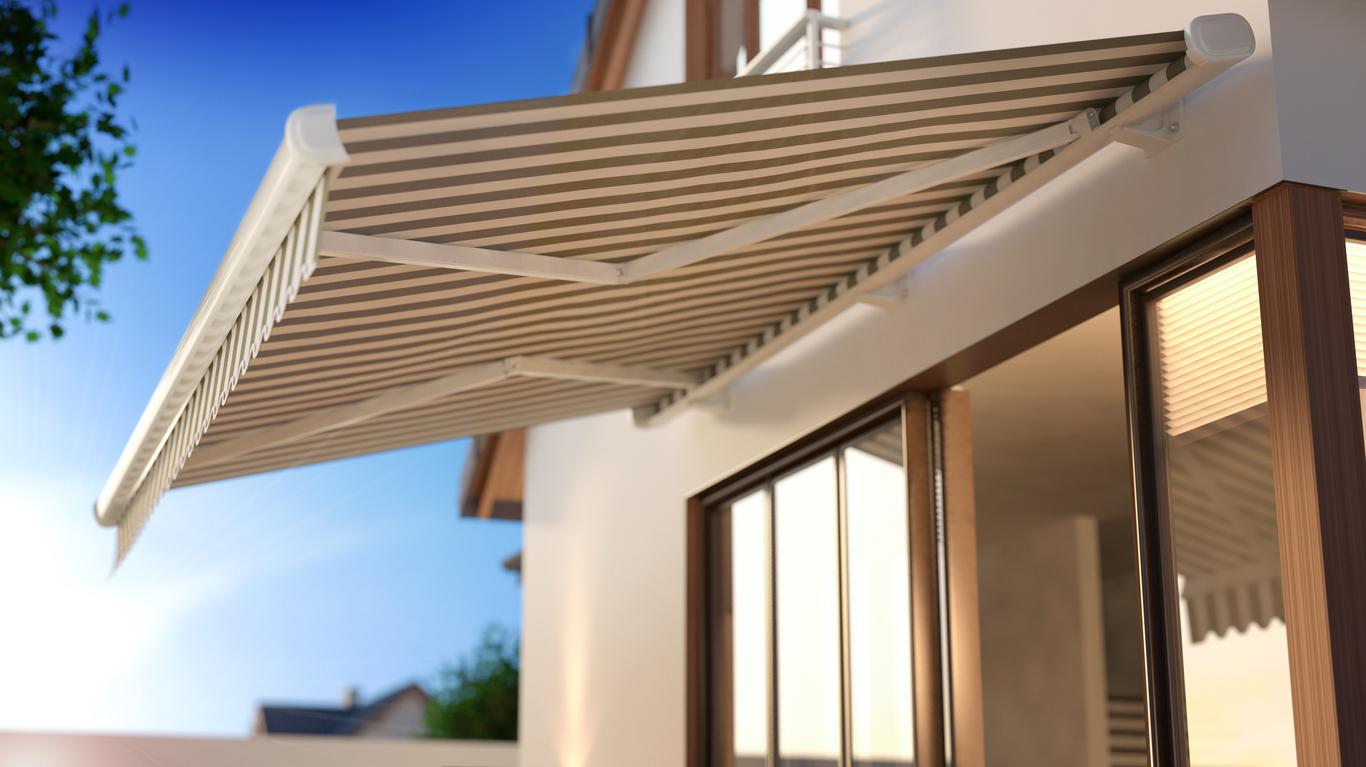 Abgedunkelte Fenster reduzieren die Raumtemperatur und entlasten die Klimaanlage.