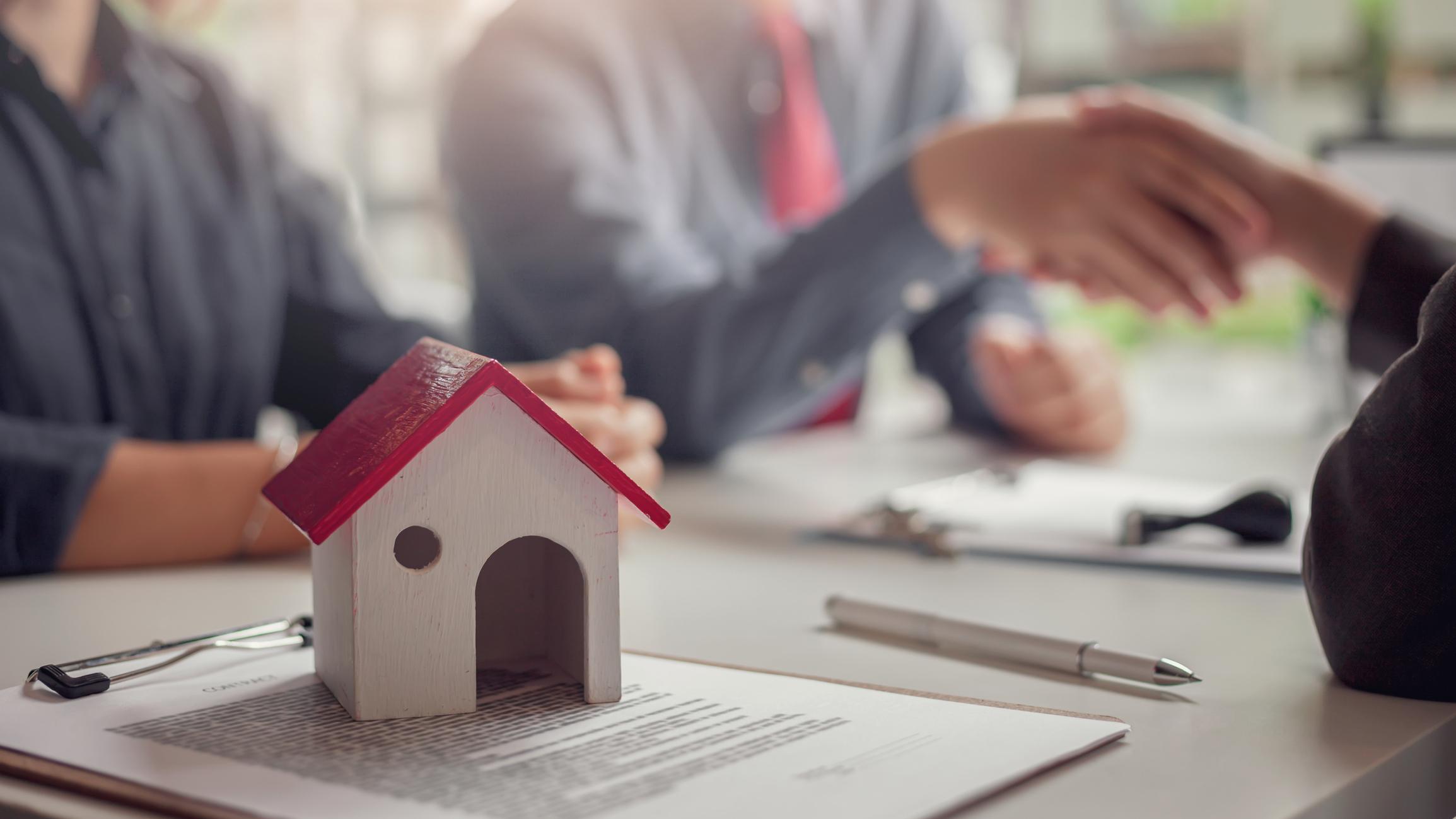 Hausverkauf: Kaufvertrag unterschreiben