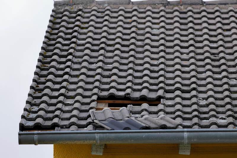 Haus winterfest machen: Dach sturmsicher machen