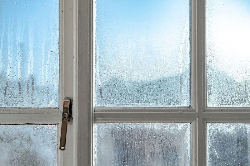 Fenster und Türen winterfest machen.