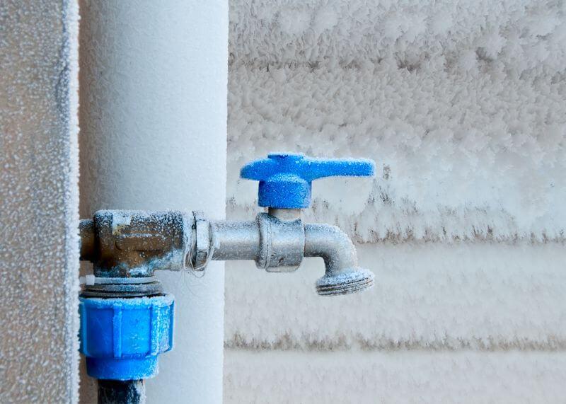 Haus winterfest machen: Außenwasserhahn frostsicher machen