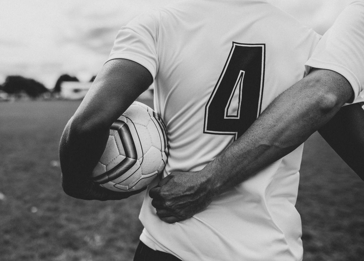 athletes-ball-black-and-white-1594932.jpg