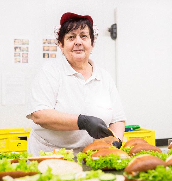 Ziegler Bäckerei belegte Brötchen Snack Mitarbeiter