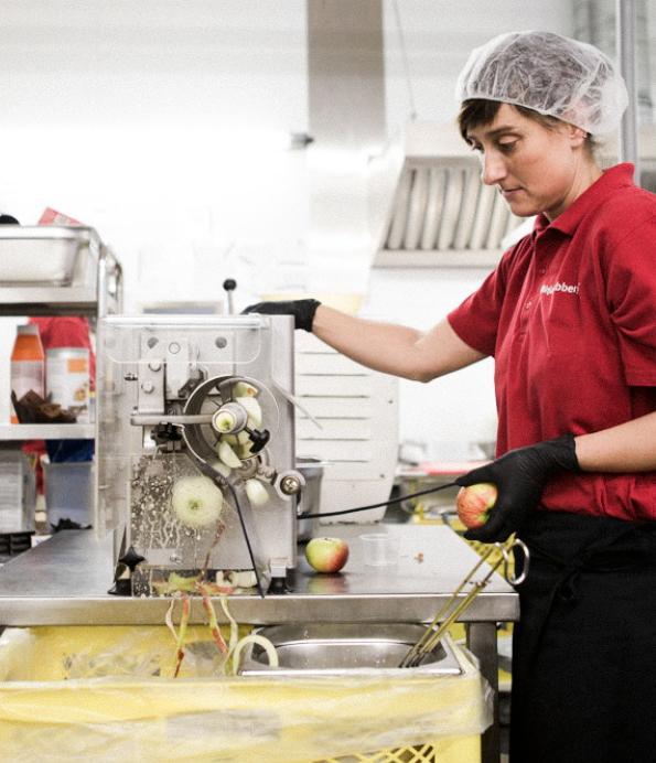 Ziegler Konditorei Kuchen Torten Äpfel schälen