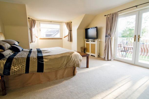 Zimmer mit Teppichboden