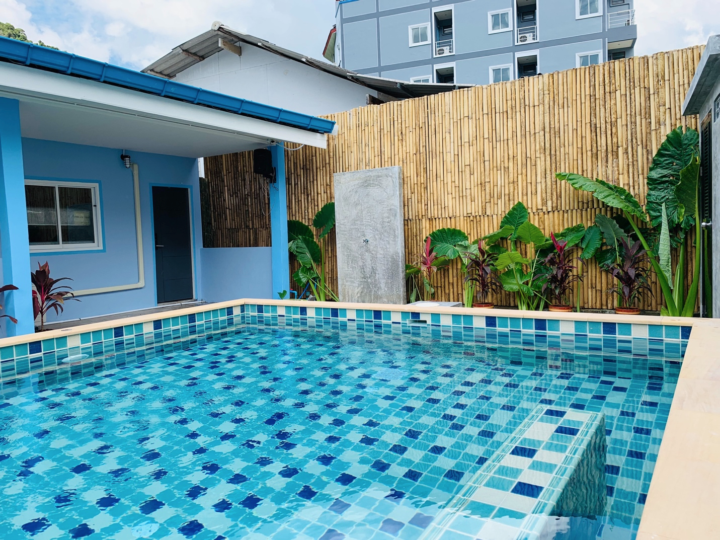 Pool Chlorine Guide: All You Need to Know