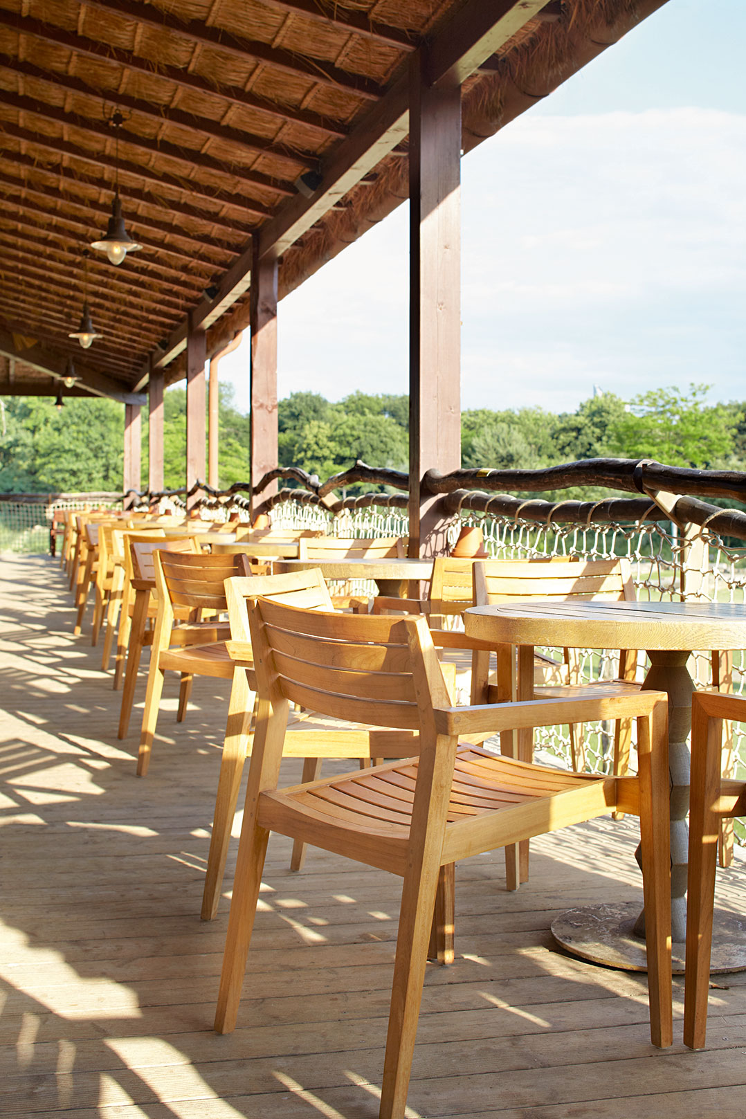 Outdoor terrace furnitures for your restaurant or hotel